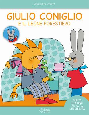 copertina Giulio Coniglio e il leone forestiero. Ediz. ad alta leggibilità. Con adesivi